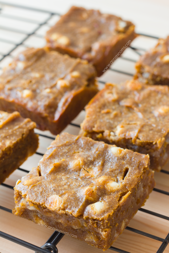 Pumpkin White Chocolate Chip Blondies | Annie's Noms