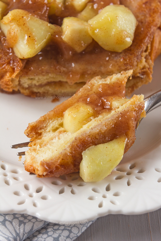 This Apple Pie French Toast is one seriously decadent breakfast! All the flavours of apple pie, with plenty of cinnamon is packed inside sweetened, milky bread before being fried.