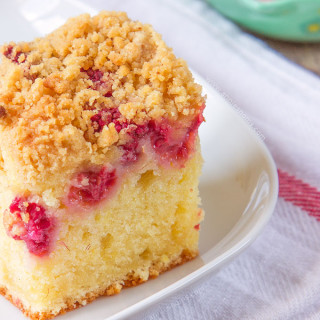 My incredibly soft and flavourful Raspberry and Lemon Crumb Cake is just perfect for an afternoon coffee break. A sweet lemon sponge, with fresh raspberries sprinkled over and a crunchy, golden topping. Easy, Summery and definitely a new favourite!