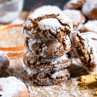 These spicy, chewy and soft Gingerbread Crinkle Cookies really are the perfect Christmas cookies! Easy to make and totally addictive, you won't want to share them!